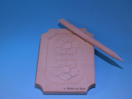 Single-sided waxtablet with decoration A writing tablet made of maple and filled with black pure beeswax.